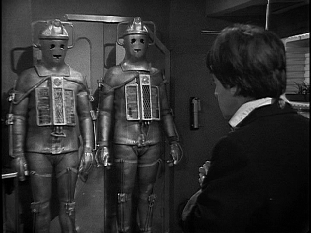 04-doctor-and-cybermen